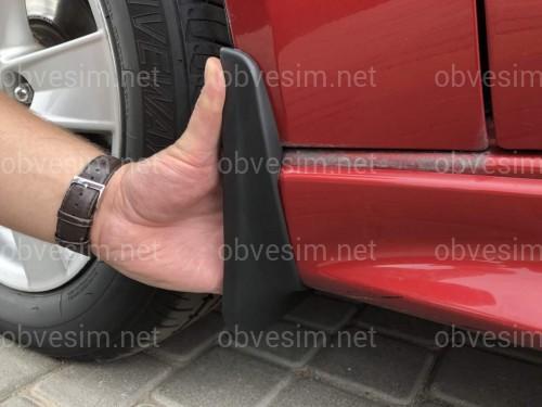 Передние брызговики Mitsubishi Lancer X для модели с порогами до рейсталинга