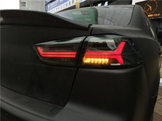 Задние альтернативные фонари в стиле Audi для Mitsubishi Lancer X 2007-2017 дымчатые