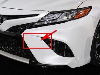 Заглушка бампера (буксира) левая Toyota Camry 70 SE / XSE 2017-