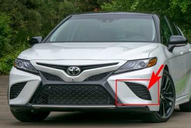 Заглушка в бампер левая Toyota Camry SE / XSE 70 2018+