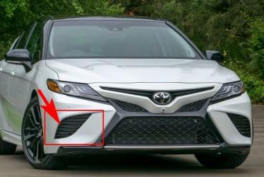 Заглушка в бампер правая Toyota Camry SE / XSE 70 2018+