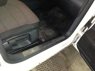Накладки на пороги Volkswagen Passat B6 2006-2010 на пластик