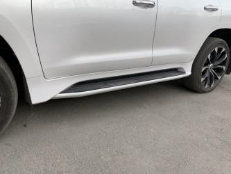 Пороги боковые Lexus LX 570 / Toyota Land Cruiser 200 2007-2021 в стиле LX 570 2016+ цвет белый